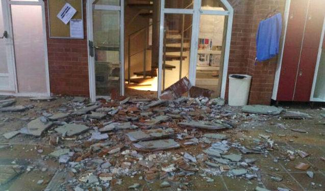 Piscina La Vaguada caída de techo. Imagen cedida por IU-LV
