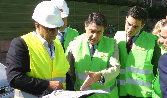 Ignacio González visita las obras de la estación de metro Paco de Lucía
