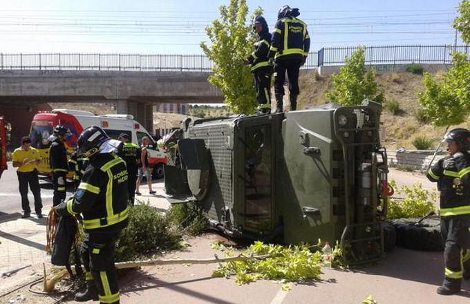 Vuelca vehículo blindado en Montecarmelo (emergenciasmadrid.com CC)