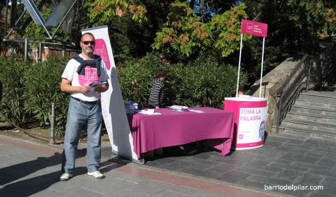 Mesa informativa de UPyD junto al Centro Comercial La Vaguada