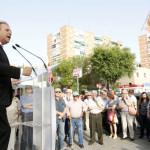 Mitin express de Antonio Miguel Carmona en el Barrio del Pilar