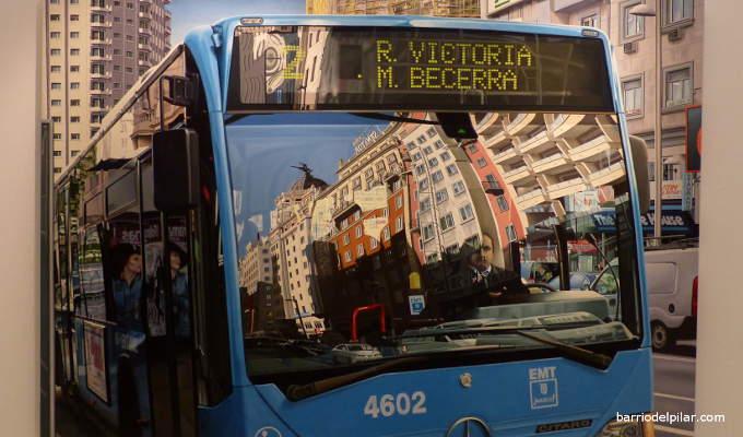 Reflejos de la Gran Vía en el parabrisas de un autobús de la EMT, óleo de José Miguel Palacio