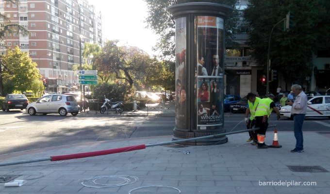 Instalación de iluminación de las fiestas del Barrio del Pilar 2015