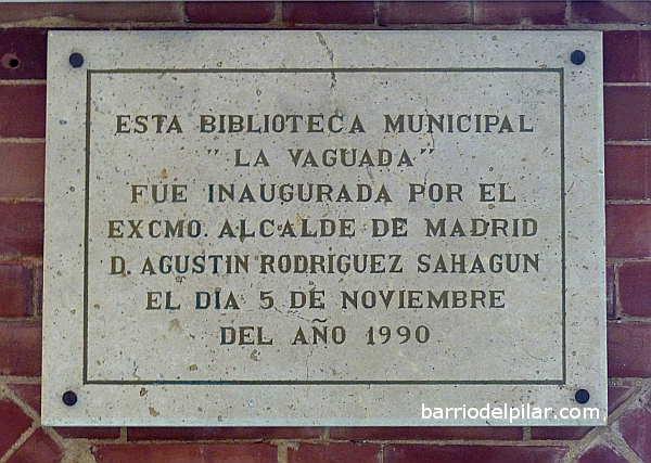 Placa de inauguración de la biblioteca La Vaguada