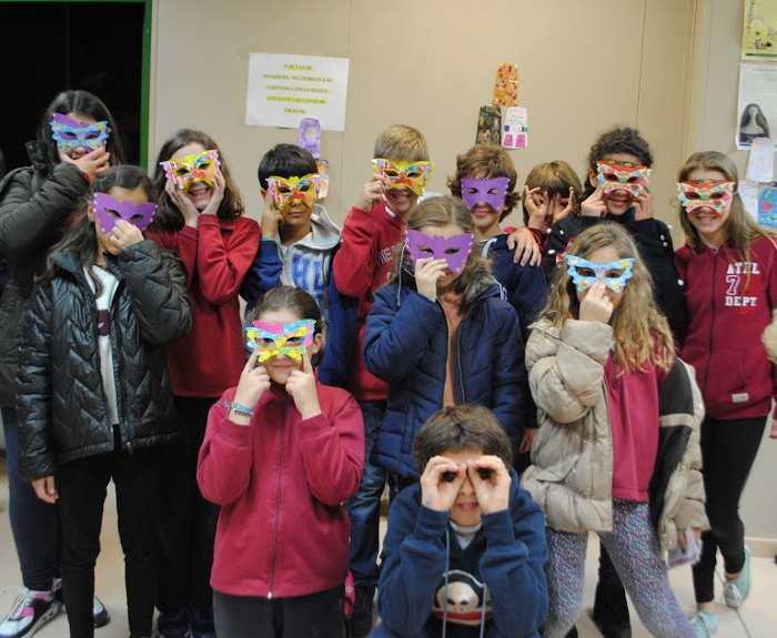 Niños reclamando un IES para Montecarmelo