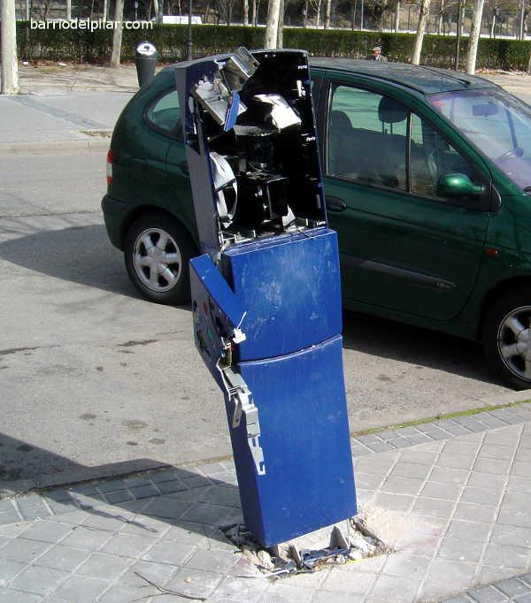 Parquímetro saboteado en el Barrio del Pilar