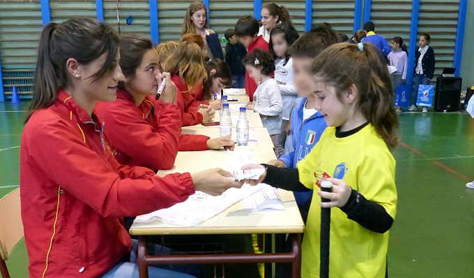 Selección española de hockey en el colegio Valdeluz