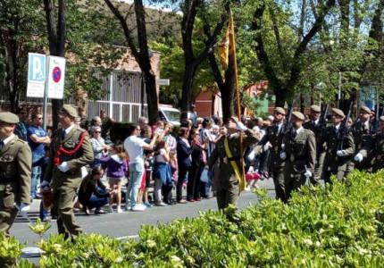 Desfile del Regimiento  de Artillería Antiaérea 71 por el Barrio del Pilar