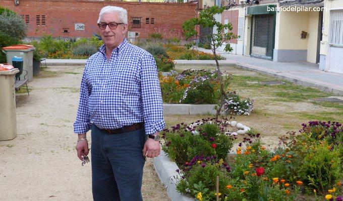 Entrevistamos a Juan: 14 años dando color a la primavera en la plaza de Padrón